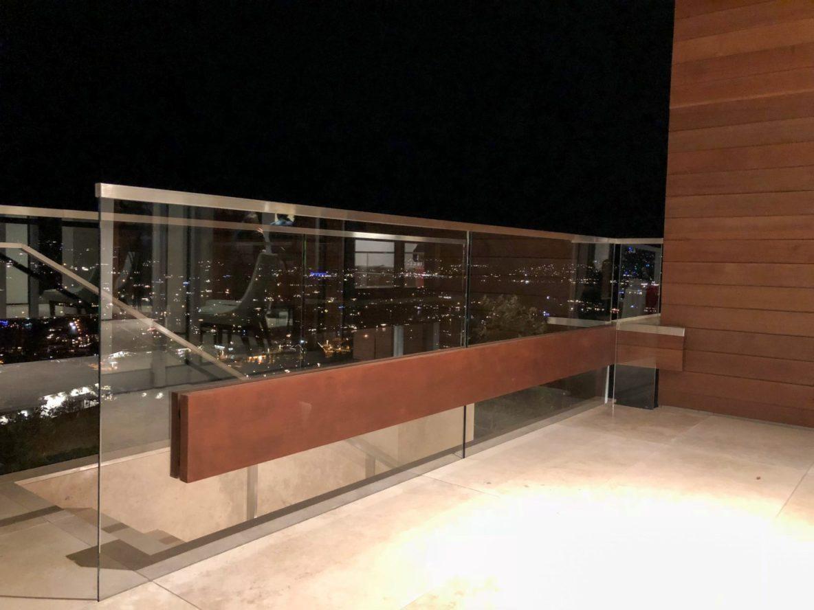 outdoor glass deck railing