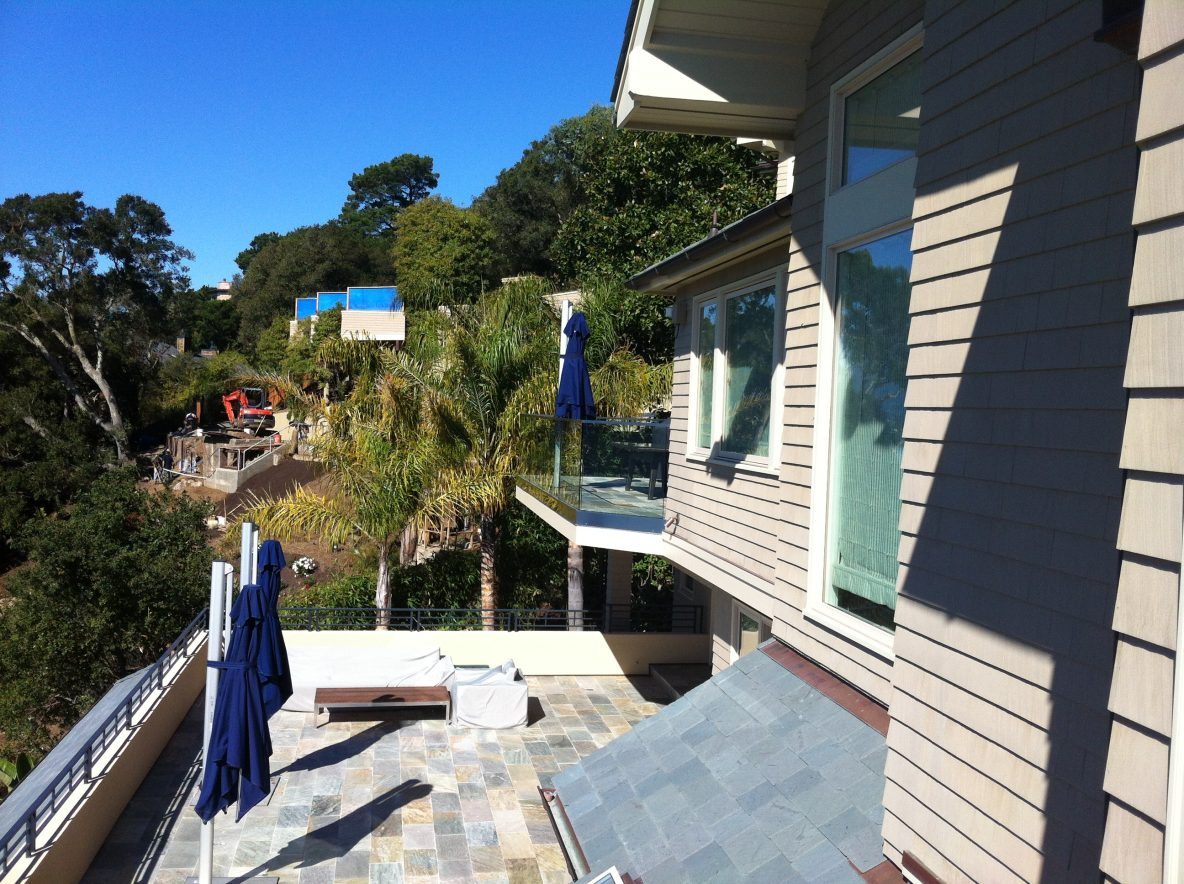 "1/2"" Glass Deck Railing with Guardrail Cap in Tiburon"