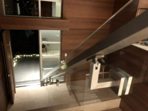 Uncapped glass railing